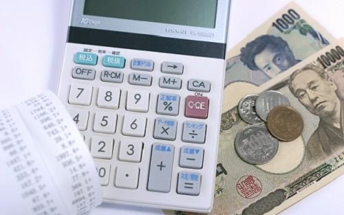 銀行・コンビニATMのキャッシング|借入時間と時間外手数料まとめ